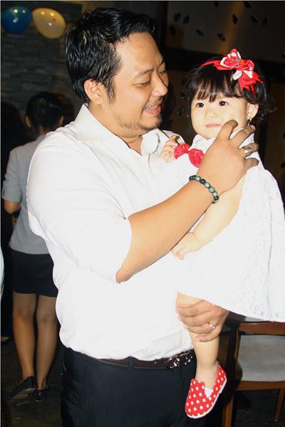 Lễ thôi nôi ấm cúng của con gái HH Trần Thị Quỳnh 3