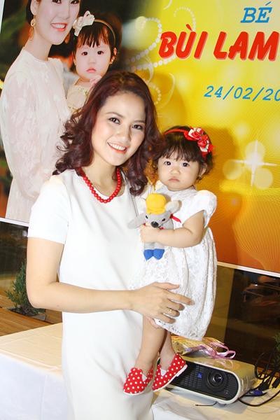 Lễ thôi nôi ấm cúng của con gái HH Trần Thị Quỳnh 2