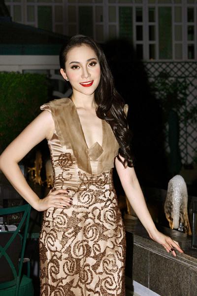 Linh Nga khoe khéo vóc dáng thon thả 3