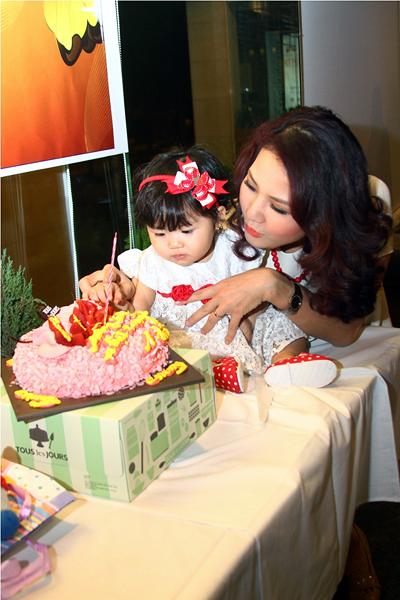 Lễ thôi nôi ấm cúng của con gái HH Trần Thị Quỳnh 6