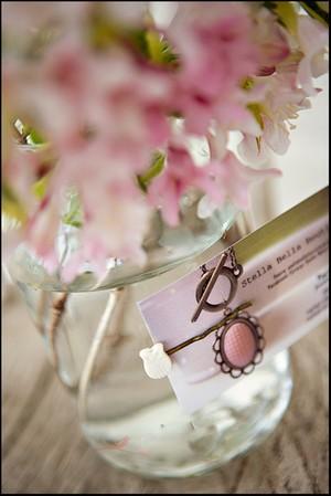 2 cách làm bình hoa đẹp xinh từ lọ thủy tinh cũ 4