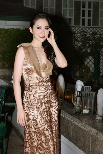 Linh Nga khoe khéo vóc dáng thon thả 4