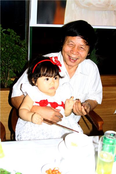 Lễ thôi nôi ấm cúng của con gái HH Trần Thị Quỳnh 8