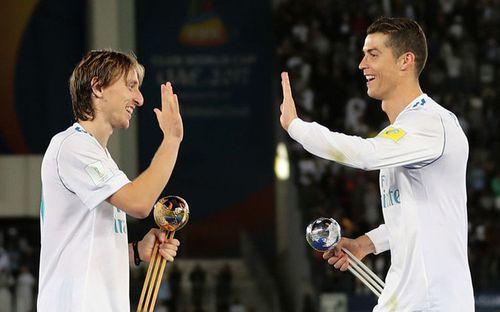 Sốc: Ronaldo và Salah loại Messi khỏi top 3 đề cử The Best
