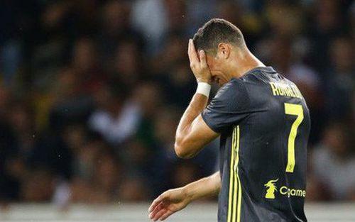 Vì sao Ronaldo khóc như mưa, dù chỉ nhận 1 thẻ đỏ?