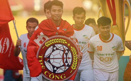Giành quyền lên chơi V-League, Bùi Tiến Dũng hứa giữ bản sắc Thể Công, HLV Hải Biên lấy HAGL làm gương để trụ hạng