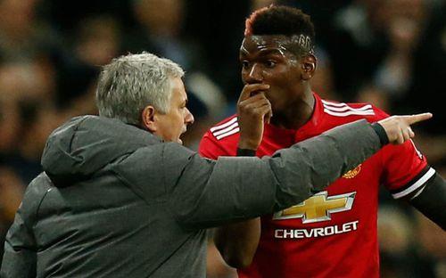 Đặt câu hỏi cấm kỵ, phóng viên bị ngôi sao Man Utd mắng thẳng mặt