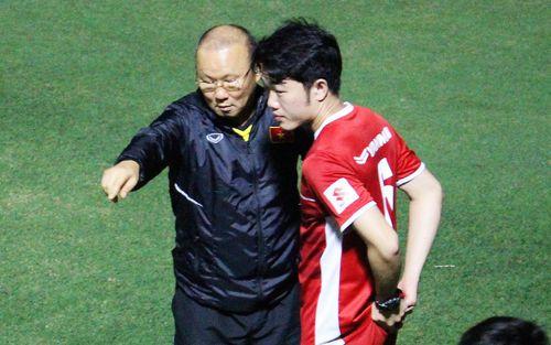 Xuân Trường, Văn Lâm trở thành phiên dịch đặc biệt giúp thầy Park nói chuyện với