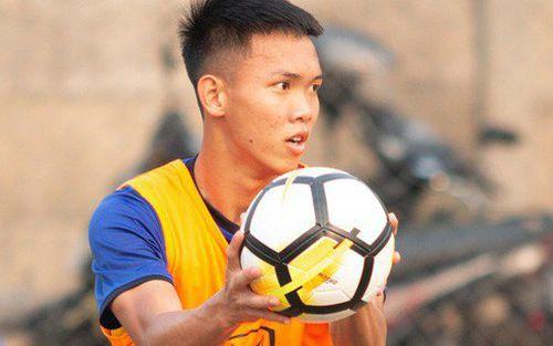 U19 Việt Nam ngậm ngùi tập ném bóng thay đá bóng vì mặt sân ở Indonesia quá xấu