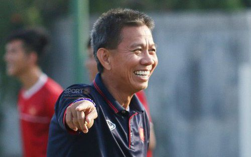 HLV Hoàng Anh Tuấn cười khoái chí khi xỏ háng học trò thành công