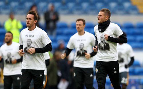 Những hình ảnh đầy xúc động trong trận đầu tiên của Leicester sau thảm kịch máy bay rơi
