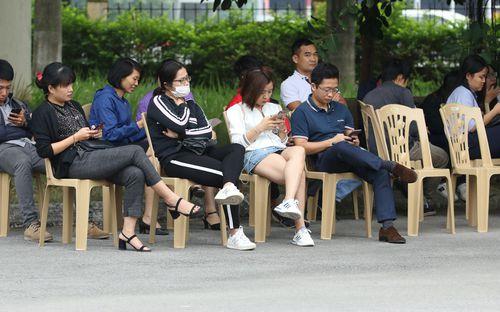 VFF xếp ghế ngồi cho người hâm mộ, tăng cường an ninh tối đa phục vụ công tác bán vé