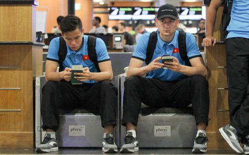 Quế Ngọc Hải bị hack facebook: Văn Lâm tức giận, Đức Chinh buông lời đắng cay
