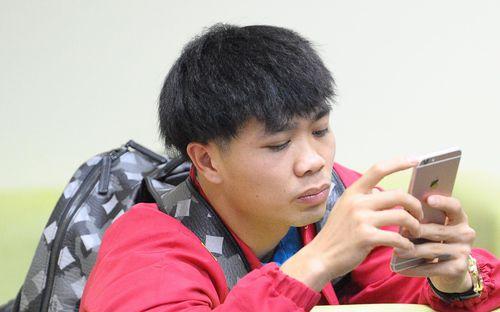 Đức Chinh, Quang Hải thử làm mái tóc Công Phượng