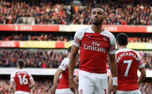 CĐV bị bắt giữ vì ném vỏ chuối xuống sân để miệt thị màu da của tiền đạo Arsenal