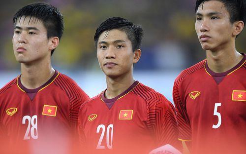 Xúc động khoảnh khắc Duy Mạnh, Văn Đức nhìn Quốc kỳ không rời trong lễ chào cờ chung kết AFF Cup
