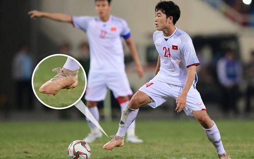 Xuân Trường dùng 2 đôi giày ở trận gặp CHDCND Triều Tiên để lấy... may?