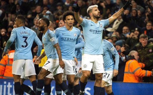 Thoát bàn thua một cách khó tin, Man City cho Lỉverpool nhận trận thua đầu tiên của mùa giải