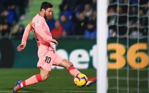 Một mình Messi ghi bàn, kiến tạo bằng cả đội Real Madrid