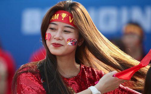 Fangirl Việt Nam và bạn bè châu lục khoe sắc tại Asian Cup 2019