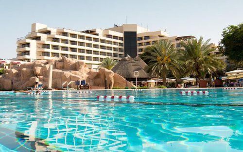 Trước trận quyết đấu Yemen, tuyển Việt Nam chuyển sang ở resort sang chảnh bậc nhất UAE