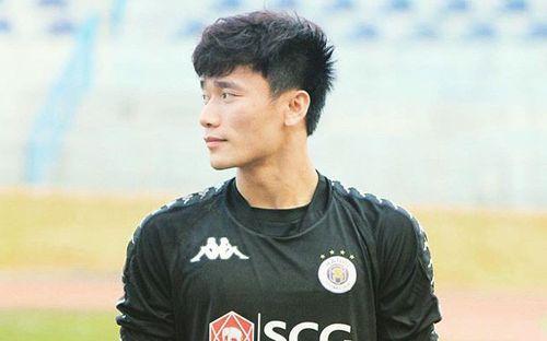 Tiến Dũng thoải mái ca hát trước trận đấu chính thức đầu tiên tại CLB Hà Nội