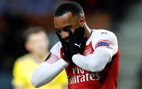 Arsenal thua sốc, tiền đạo của Pháo thủ phải lên tiếng xin lỗi vì hành động không đáng có
