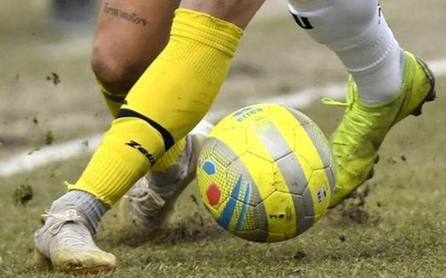 Vỡ nợ phải đá với 7 người, đội bóng Italy nhận cái kết không thể đắng hơn