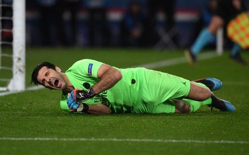 22 năm tỏ tình với Champions League vẫn bị khước từ, bỏ đi thôi anh chàng thủ môn 41 tuổi của PSG