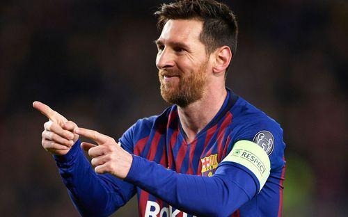 Khán giả quay lại siêu phẩm sút phạt gần 90 km/h của Messi
