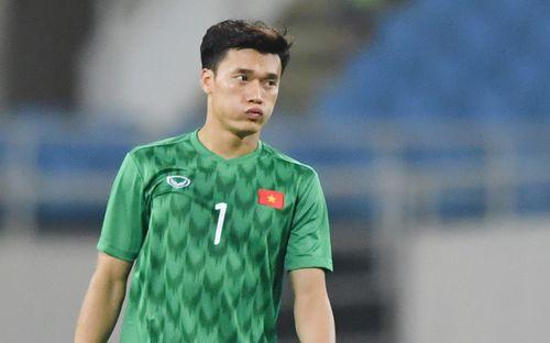 Bùi Tiến Dũng cô đơn suốt 90 phút, lưng áo chưa kịp ướt vì quá nhàn trước U23 Brunei