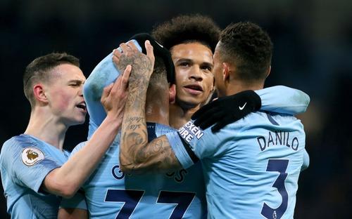 Hạ gục nhanh, tiêu diệt gọn Cardiff, Man City đòi lại ngôi đầu Ngoại hạng Anh từ tay Liverpool