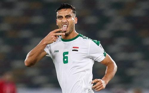 Ham biểu diễn trên chấm 11m, hậu vệ Iraq từng sút phạt tung lưới Văn Lâm tự biến mình thành gã hề