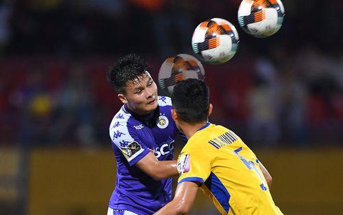Quang Hải chuyền bóng bằng lưng như Ronaldo, tạo nên pha bóng