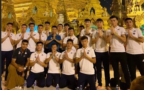 Quang Hải và các đồng đội thăm ngôi chùa dát 90 tấn vàng tại Myanmar