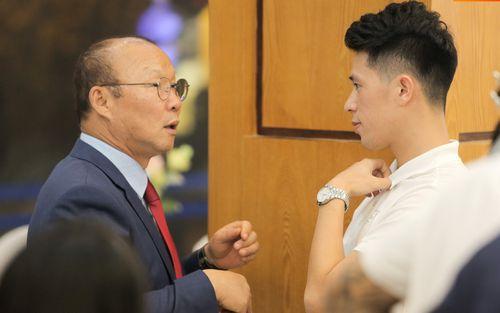 HLV Park Hang-seo gặp riêng Đình Trọng, dò hỏi về cầu thủ đặc biệt này