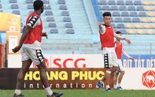 Thành Chung gặp khó trong giao tiếp với ngoại binh Hà Nội FC