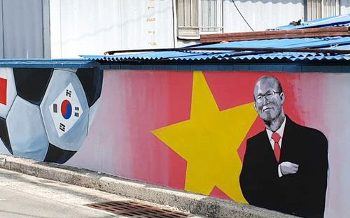 Dàn tuyển thủ Việt Nam cực đẹp trên những bức tranh bích họa tại quê nhà HLV Park Hang-seo