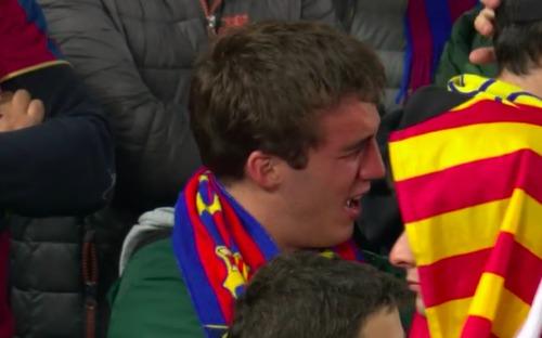 Cảm xúc của CĐV Barca có mặt tại sân Liverpool: người chết lặng, người nhỏ lệ đau đớn