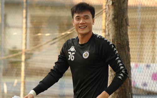 Hành động thể hiện sự tỉ mỉ, chu đáo của Bùi Tiến Dũng đối với các đồng đội Hà Nội FC