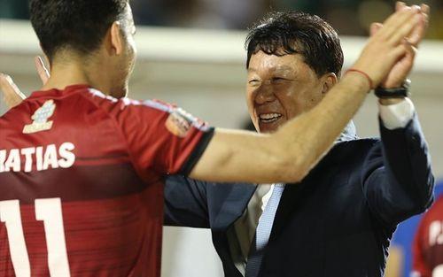 Bạn thân thầy Park được liên tưởng tới HLV huyền thoại của Manchester United nhờ giúp đội nhà thắng liên tục ở phút bù giờ