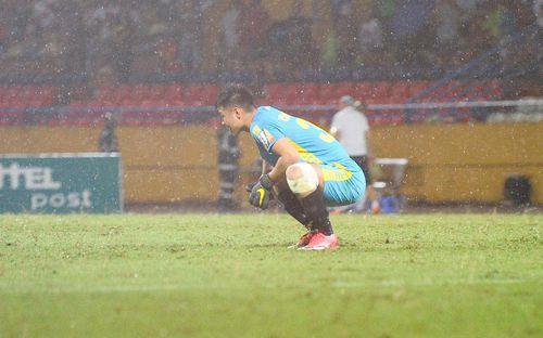 Thủ môn U23 Việt Nam nhận lời cảnh báo sau trận