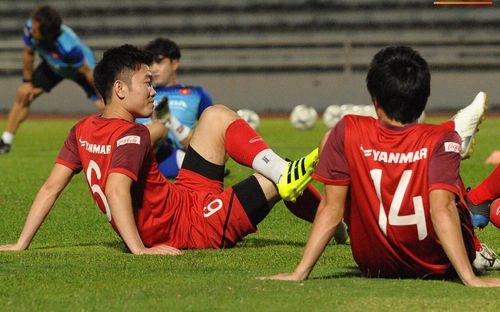 Xuân Trường trò chuyện không ngớt cùng Tuấn Anh, cặp tiền vệ tài hoa ngày nào của U19 Việt Nam chính thức tái hợp