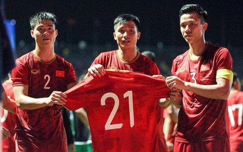 Đình Trọng gửi lời cảm ơn xúc động đến đồng đội ở tuyển Việt Nam