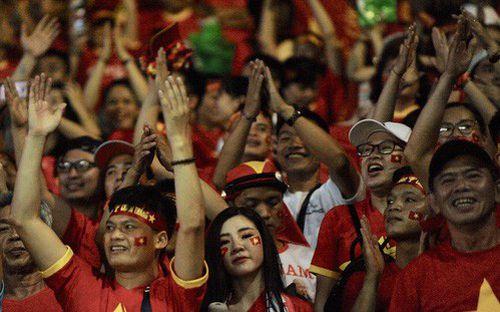 Fan Thái Lan hô vang tên Việt Nam sau trận thua ở King's Cup 2019