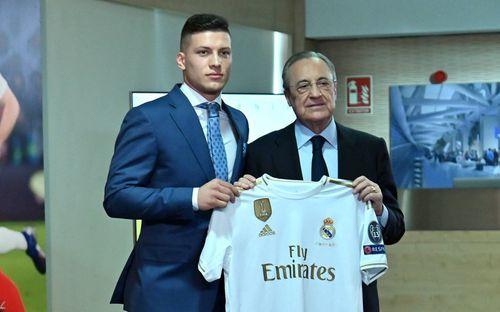 Tân binh siêu đẹp trai trị giá 1.600 tỷ VNĐ của Real Madrid ra mắt khán giả với khuôn mặt