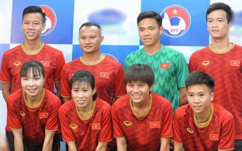 Quế Ngọc Hải có hành động đẹp làm ấm lòng các tuyển thủ nữ Việt Nam