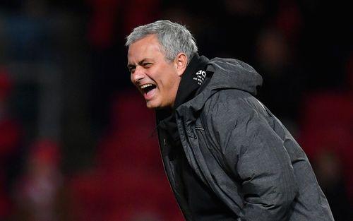 Người Trung Quốc muốn chi tiền tấn để biến Jose Mourinho trở thành HLV nhận lương khủng nhất lịch sử và cái kết đắng