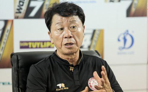 CLB TPHCM bị cho là thanh lý cầu thủ vì nói dối chấn thương, HLV Hàn Quốc lại hết mực bảo vệ học trò