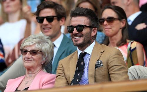 David Beckham - thần tượng của biết bao giới trẻ Việt Nam: Ở tuổi 44 vẫn đẹp trai lãng tử, khí chất ngút trời, làm sáng rực một góc khán đài Hoàng gia